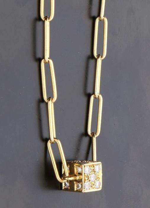 18 kt - Yellow gold necklace with anchor links and a pendant set with brilliant cut diamonds of approx. 0.68 ct in total Length 45 cm, 3 mm wide