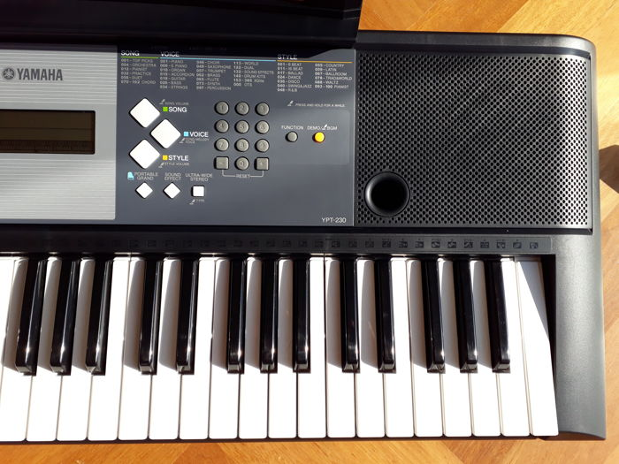 Yamaha Ypt 230 Keyboard With 61 Keys 385 Sounds Portable