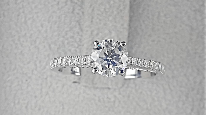 1.09 carat E/SI1  Diamond Engagement Ring in Solid White Gold 14K Pave Band *** NO RESERVE PRICE ***