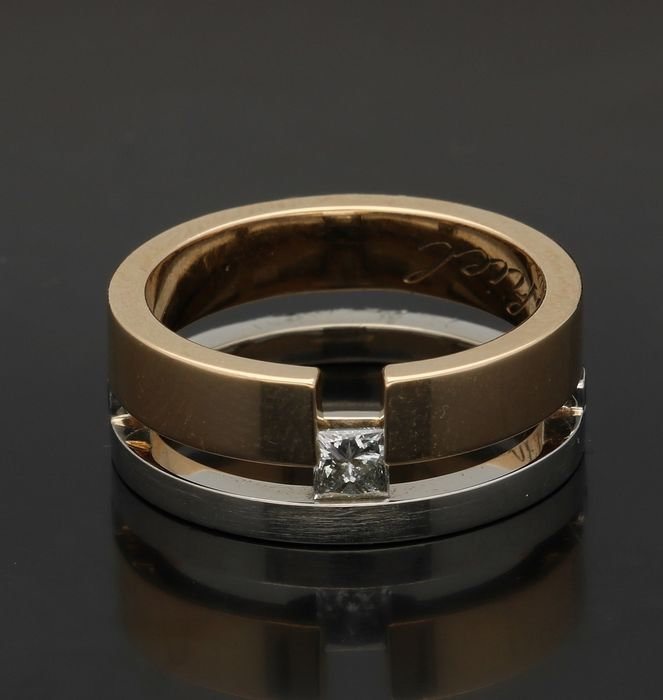 14 kt - Bicolour ring set with princess cut diamond of 0.20 ct, ring size 16.5 mm
