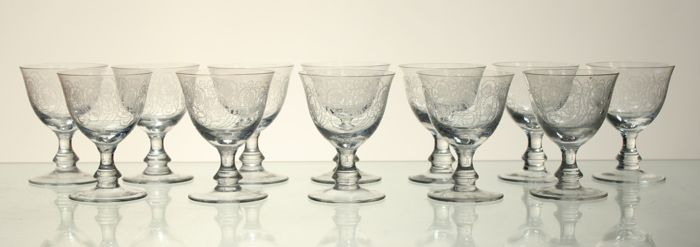 12 goblets in engraved crystal in Louis XVI style