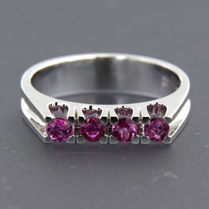 14 kt white gold ring set with brilliant cut ruby approx. 0.45 carat in total