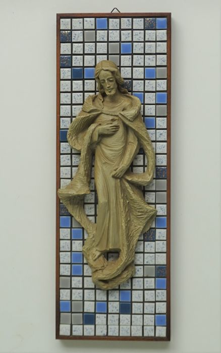 Ceramic figurine - Christ with wounds and halo in front of a mosaic