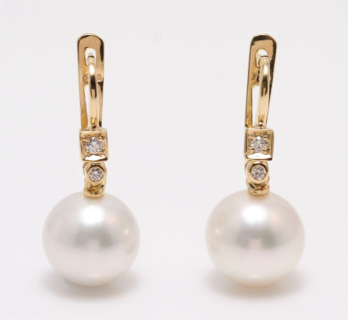 18K Yellow Gold Earrings Featuring 0.07Ct SI G Diamonds and Lustrous Round South Sea Pearls