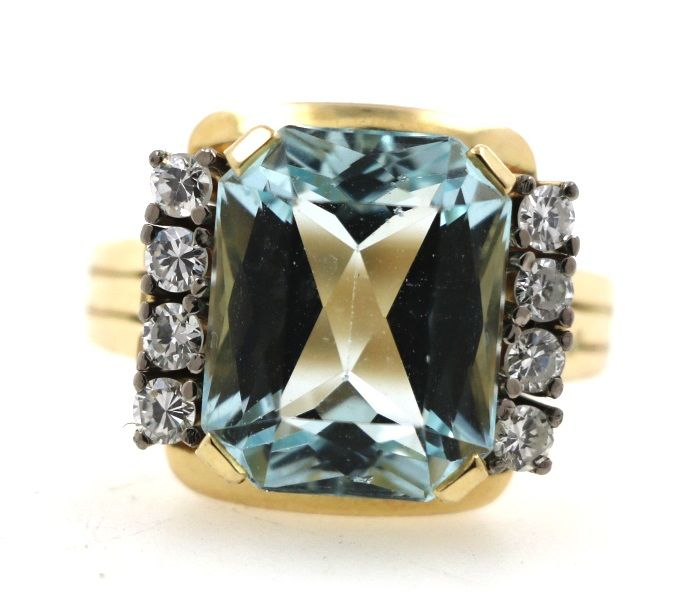 14 kt yellow gold ladies' ring with a total of 0.64 ct of diamonds and approx. 6.5 ct aquamarine - ring size: 63 EU - free size adjustment
