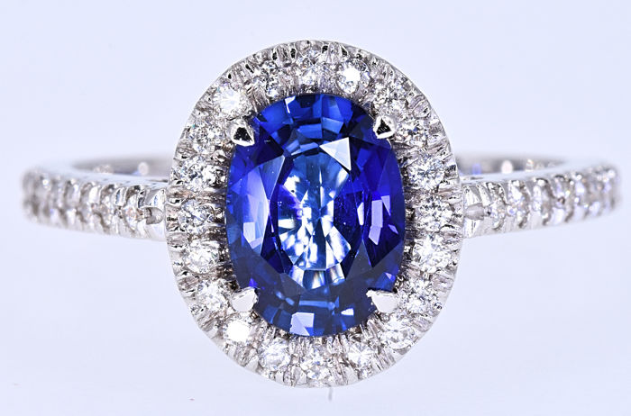 1.82 Ct Sapphire with Diamonds, designer ring - No reserve price!