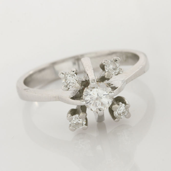 18kt/750 White Gold - 0.40 ct Round Brilliant Cut Diamond, Ring; Size: 6