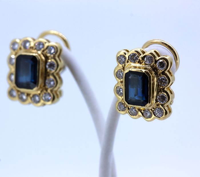Gold rosette earrings with sapphires and brilliants