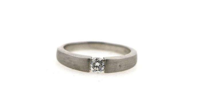 950 platinum tension ring, matte, with 0.25 ct diamond - ring size: 57