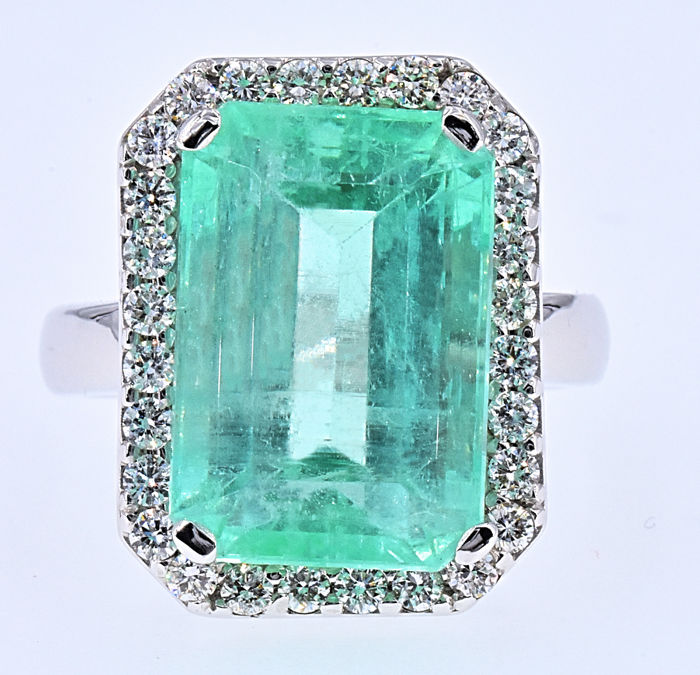 12.38 Ct Emerald with Diamonds ring NO RESERVE price!