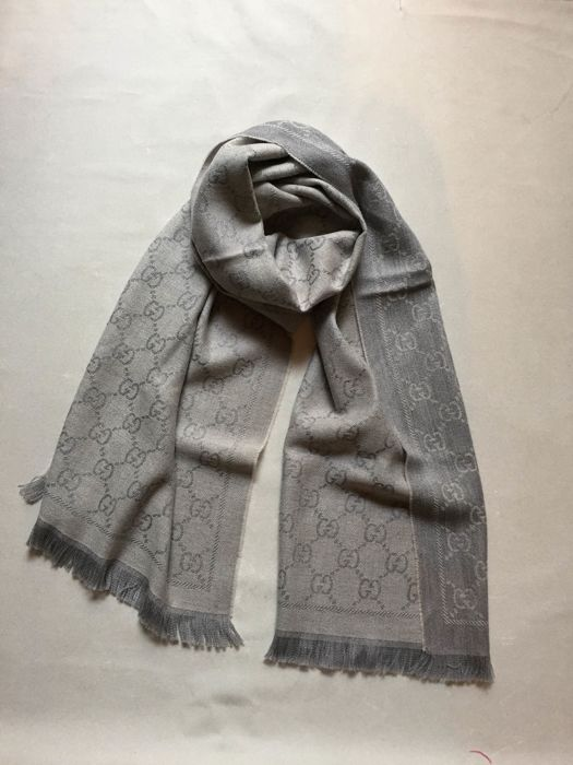 Gucci - 100% wool scarf-NO RESERVE PRICE