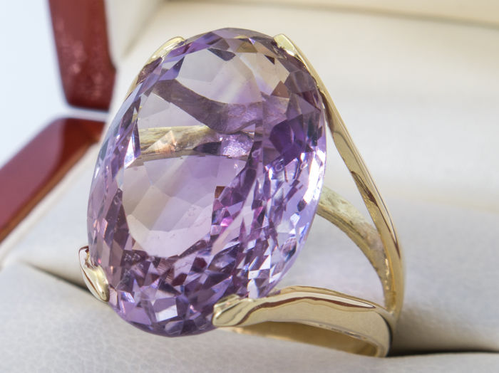 27.50 carat - Amethist ring - 18k gold - **No Reserveprice**