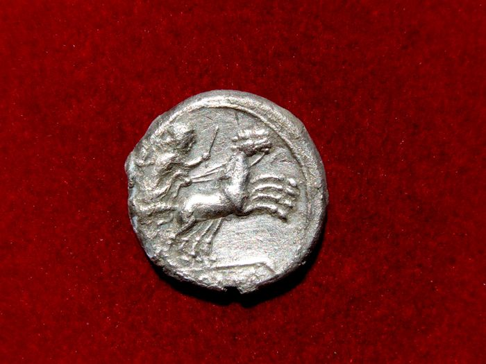 Roman Republic - Anonymous AR Denarius,  Rome mint, 189-180 B.C. - Victory driving biga right. ROMA. - Sølv