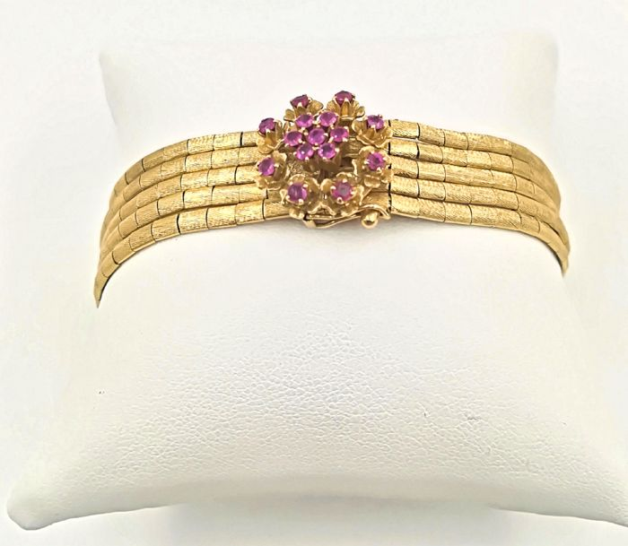 18 kt yellow gold bracelet with 0.60 ct rubies, diameter 6.5 cm, weight 37.30 g