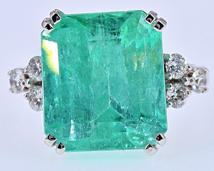10.71 Ct Emerald with Diamonds ring NO RESERVE price!