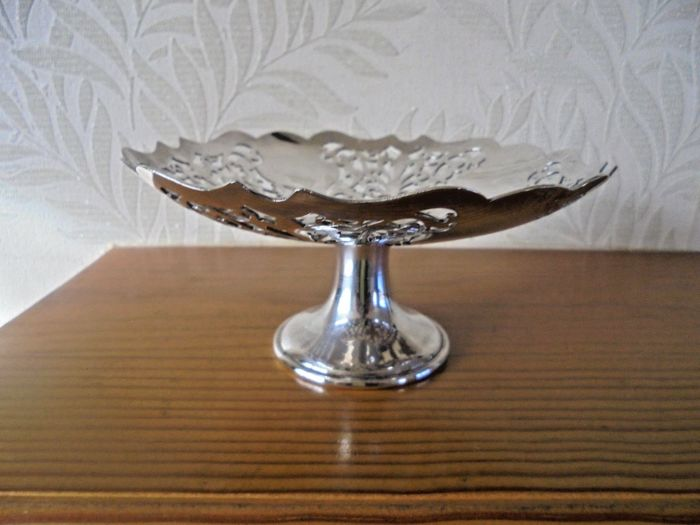 Antique basket with openwork decoration, stand, silver plated by Mappin & Webb