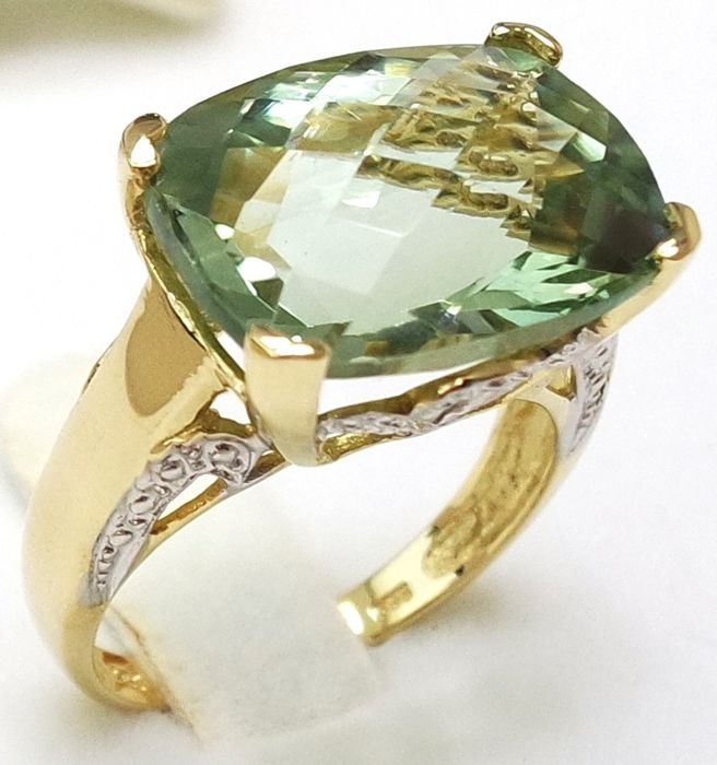 14kt Yellow Gold Ring with 10.75 Carats Cushion Cut Green Amethyst - size O