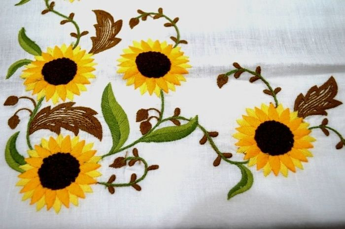 Linen tablecloth x 12 (including 12 napkins in 100% linen) in 100% pure linen with embroidery - Linen