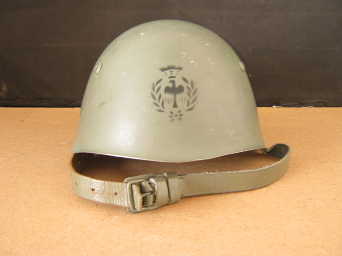 Italian Air Force Helmet M-33 with leather chinstrap
