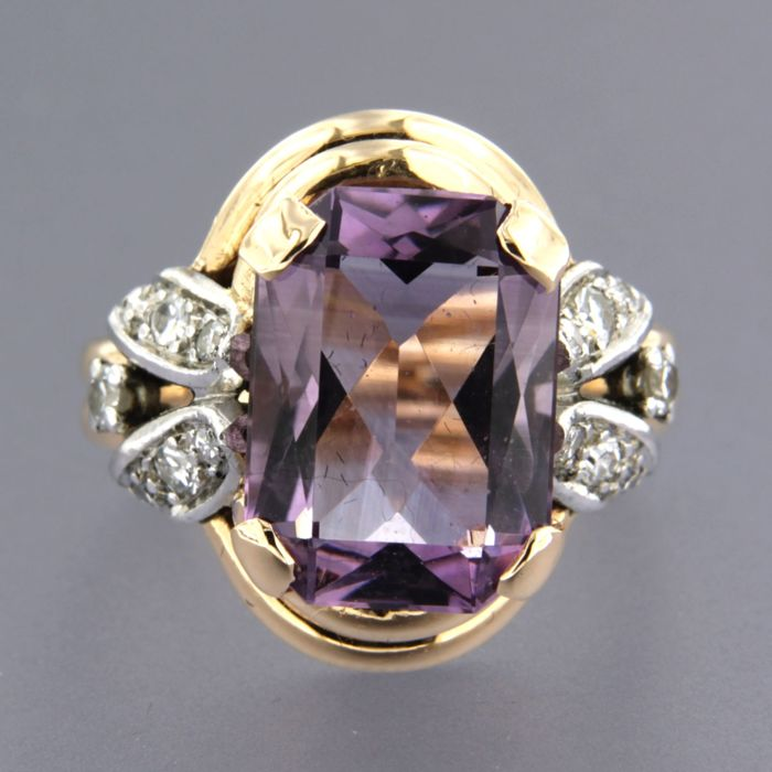 18 kt rose gold and 950 platinum ring set with 5.80 ct emerald cut amethyst and 2 old Amsterdam cut and 12 single cut diamonds of approx. 0.37 ct in total