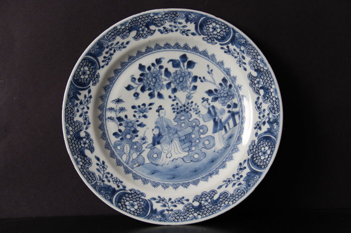 Chinese porcelain plate, 28.5 cm - 18th century