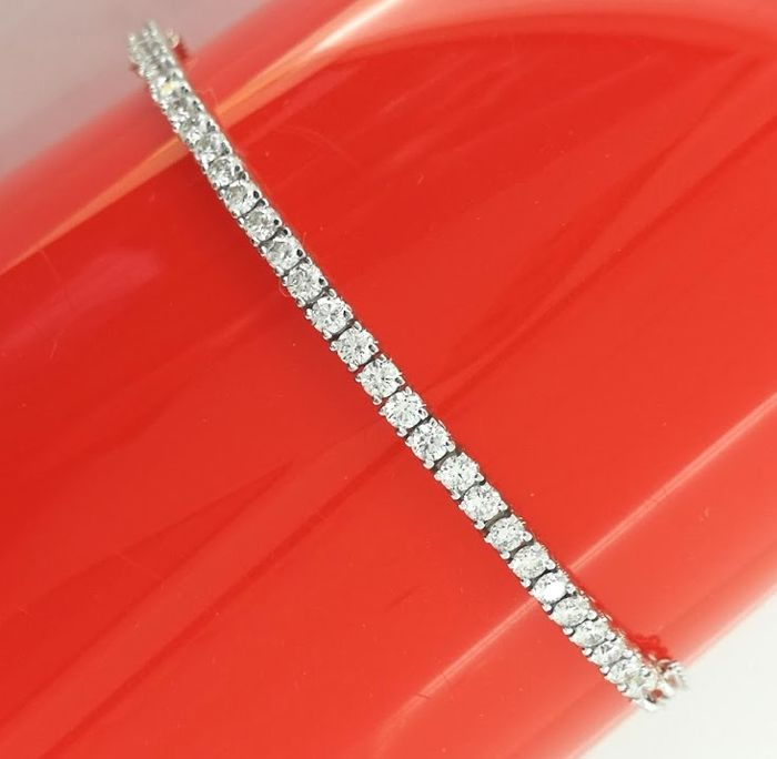 Bracelet set with 30 brilliant cut diamonds of 1.00 ct in total