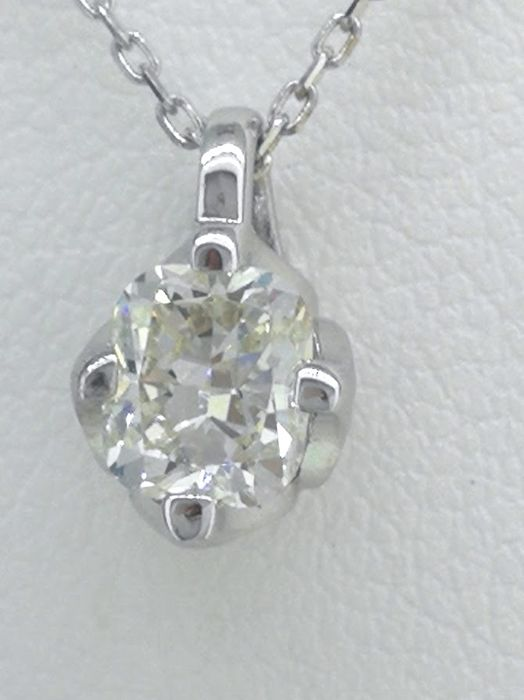 Solitaire pendant with a cushion-cut diamond of 0.50 ct *** No reserve price ***