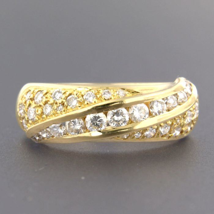 18 kt gold ring set with 38 brilliant cut diamonds of approx. 1.00 ct in total - ring size 17.5 (55)