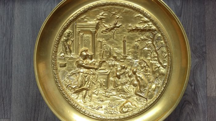 Large bronze gilded - Tazza Bowl - In the mirror a mythological Roman depiction of a gallant scene - Grand Tour Italy - circa 1900 - Italy