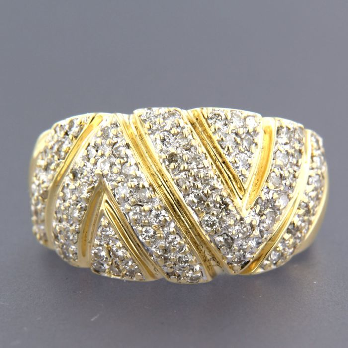 18 kt  gold ring set with 84 brilliant cut diamonds of approx. 0.84 carat in total - ring size 18 (56)