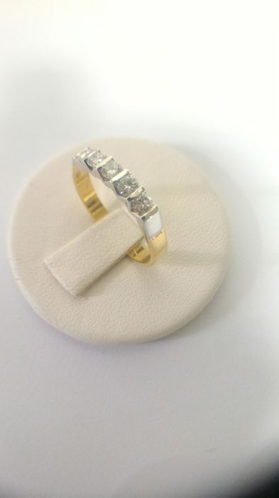 Ring in yellow and white gold 750 with 5 brilliant cut diamonds VVS - G and total of 0.48 ct Size 16/56