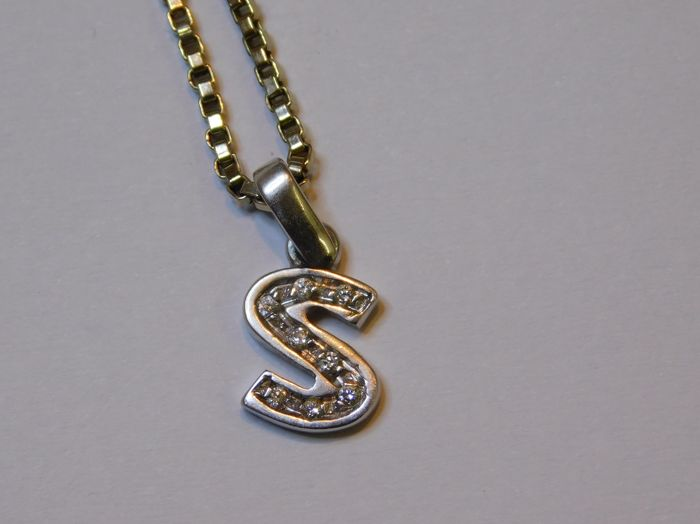 Chain with pendant in 18 kt white gold and diamonds, length: 52 cm