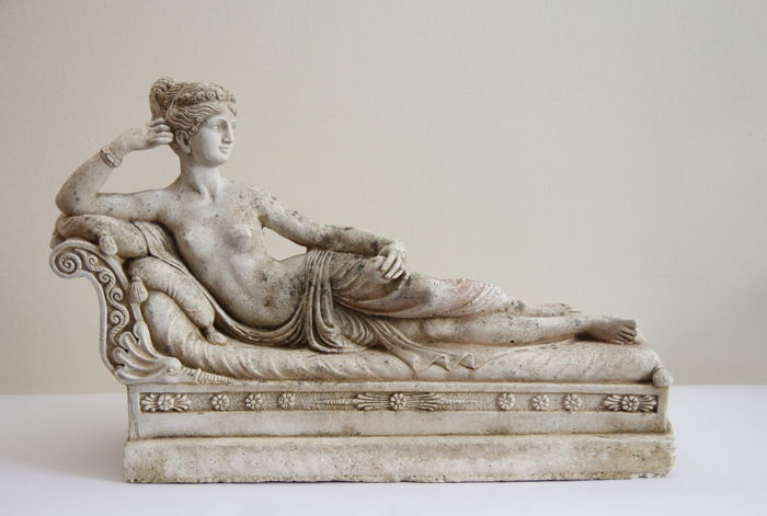 """Large neoclassical sculpture after Antonio Canova, depicting the """"Venere Vincitrice"""" - 1960 ca. - Italy, Marble grit"""