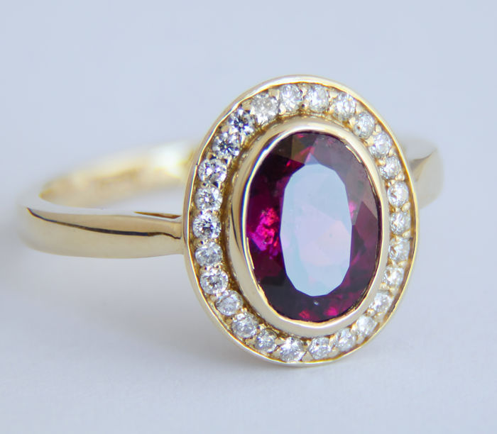 Certified 2.81 ct. Spinel And Diamonds Gold Ring.