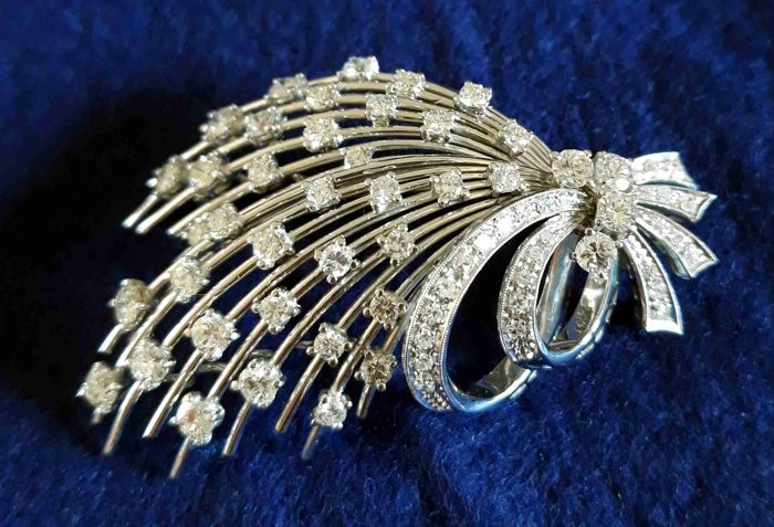 White gold brooch with brilliant cut and huit-huit cut diamonds