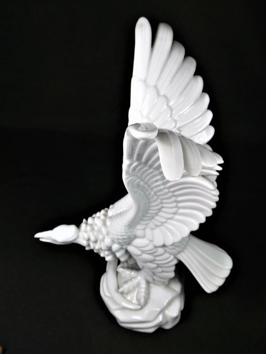 Herend - Large sculpture of a bird of prey