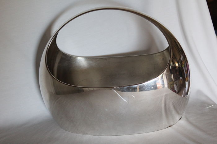 Large 800/1000 silver centrepiece basket, hallmarked, Italy, second half of the 20th century
