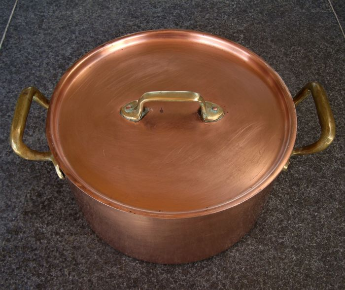 Large copper mussel pot