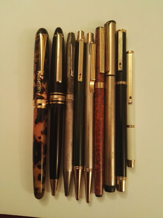 Beautiful lot of 9 ballpoint pens