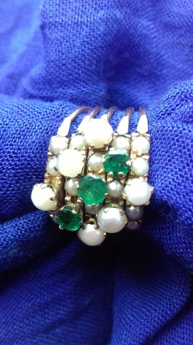 """Very antique ring """"the sultan's favourite"""" in high-grade gold with emeralds and pearls Visible gold hallmark (arabic)"""