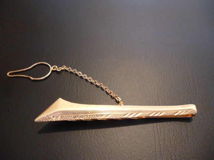 Tie clip in 18 kt gold, security chain in 18 kt gold, 4.36 g