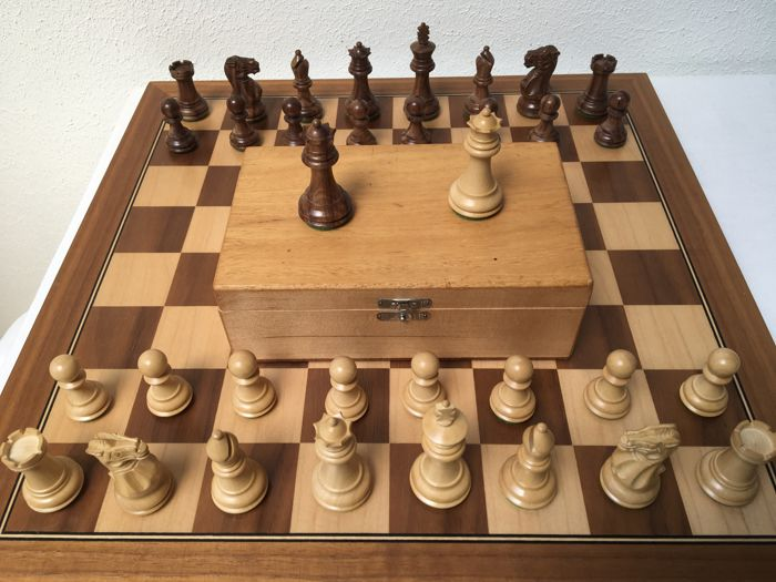 Beautifully carved luxury chess set, with two additional queens