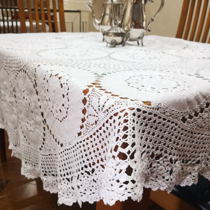 Round tablecloth with inlays and lace - diameter 170 - handcrafted