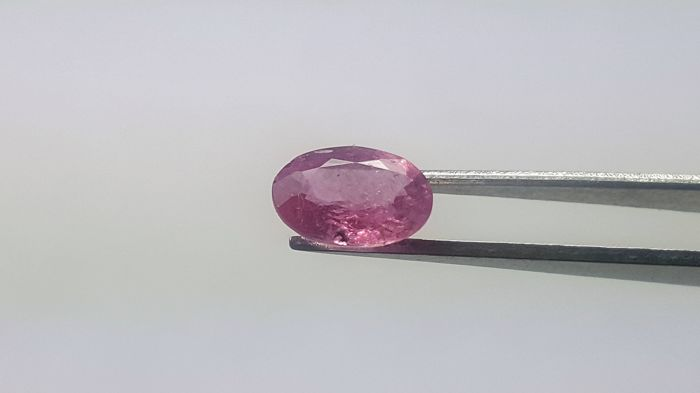 Sapphire - purplish pink - 1,42 ct  **no reserve price**