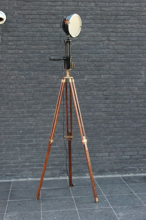 Designer unknown - Industrial search light ready for use, on a mahogany tripod