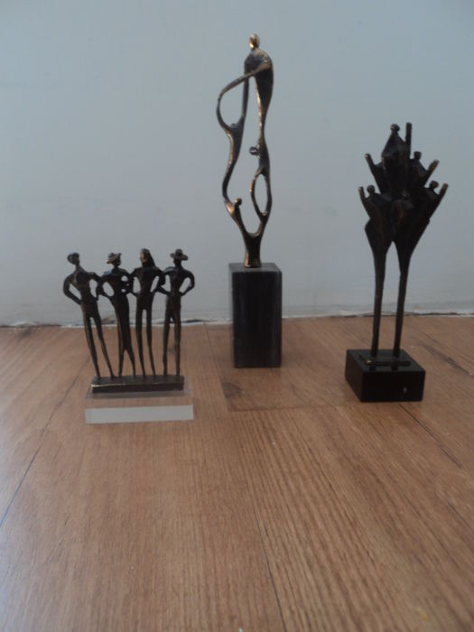 Corry Ammerlaan van Niekerk - Lot with 3 bronze plated statues