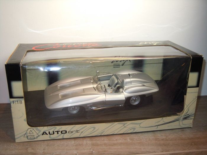 Autoart - 1:18 - Chevrolet Corvette Sting Ray Design