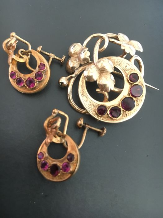 Set of a gold brooch and earrings with rubies