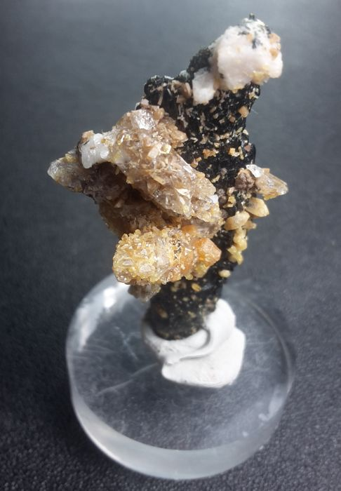 Aegirine, Quartz and Zircon Kristalcluster - 4 x 1.5 x 1 cm - 11 g