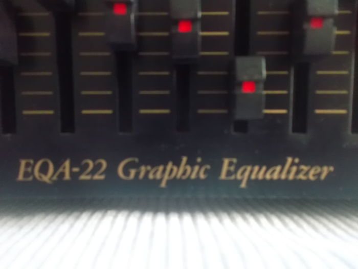 TEAC: Graphic 10-channel equaliser with spectrum display